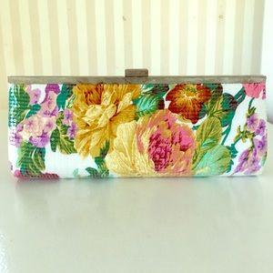 Handbags - Flower Clutch